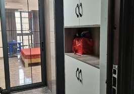 沃尔玛附近凯丰新村一室一厅精装修出租,家电齐全,拎包入住.