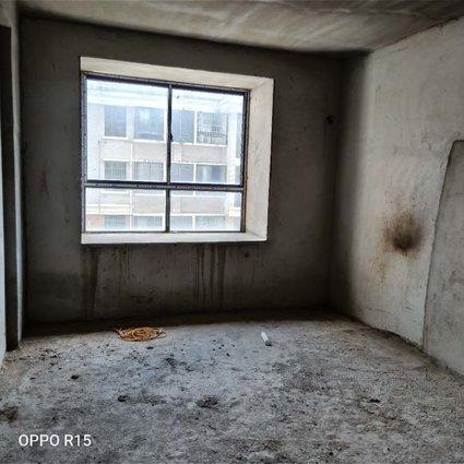 特价房来了....郡都三室两厅126平米电梯房 出售,仅售50万.