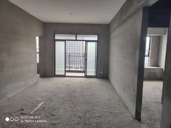 赤壁印象两室两厅毛坯房超级好户型诚意出售,售价38万。