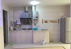 银河花园城一室一厅精装修出租,家电齐全拎包入住,每月租金1000元。
