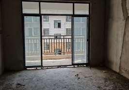 郡都三室两厅126平米电梯房 出售,售价53万.