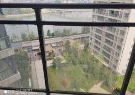 赤壁外滩一期三室两厅两卫两阳台毛坯房出售,售价66万.