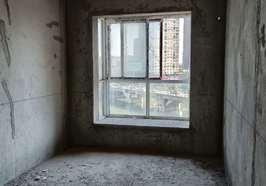 银河花园城三室两厅两卫132平米毛坯房出售,售价60万.